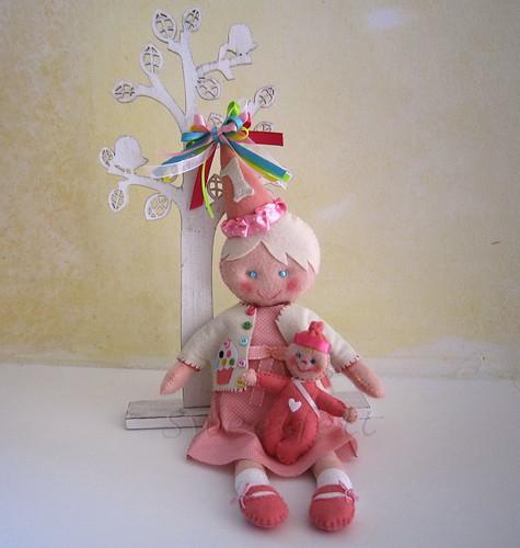 ♥♥♥ Mas a bonequinha da Audrey também tem um a bonequinha para brincar ... by sweetfelt \ ideias em feltro