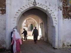 Porta na medina de Tetuan no Norte de Marrocos
