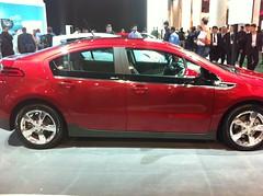 automobile(1.0), family car(1.0), vehicle(1.0), compact car(1.0), chevrolet volt(1.0), sedan(1.0), land vehicle(1.0), electric vehicle(1.0),