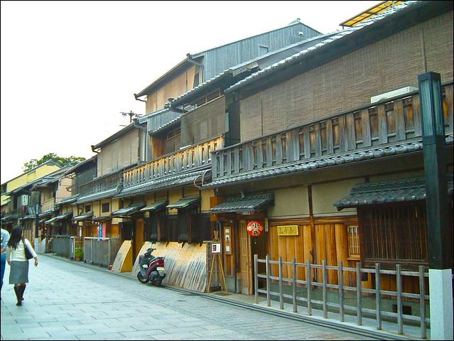 Pasear por la calle Hanamikoji es un lujo