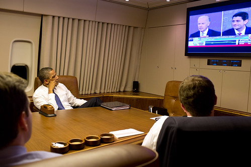 Obama watches vice presidential debate on air force one