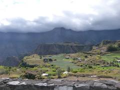 zo, 16/09/2012 - 14:29 - 036. Hoog bergweggetje in Route naar cirque de Cilaos