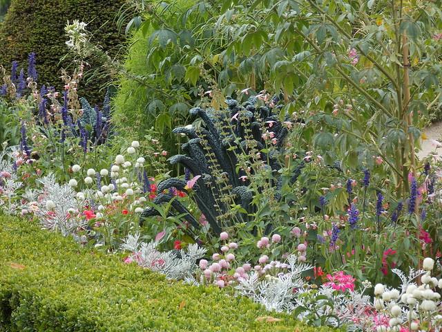 Un cantero de flores en el jard n des invalides flickr for Acheter un composteur de jardin