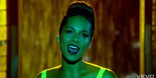 alicia-keys-girl-on-fire-video-2
