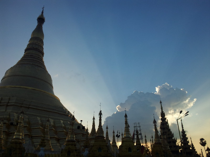 shwedagon-sunset