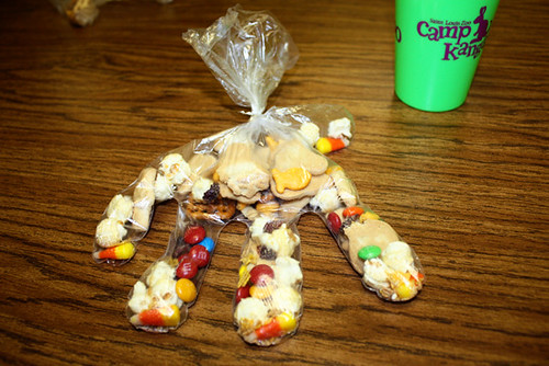 popcorn-hand