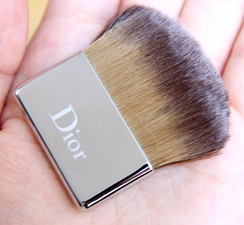 Dior Diorskin nude skin-glowing makeup SPF15(3)