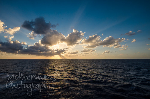 海上最后的日出
