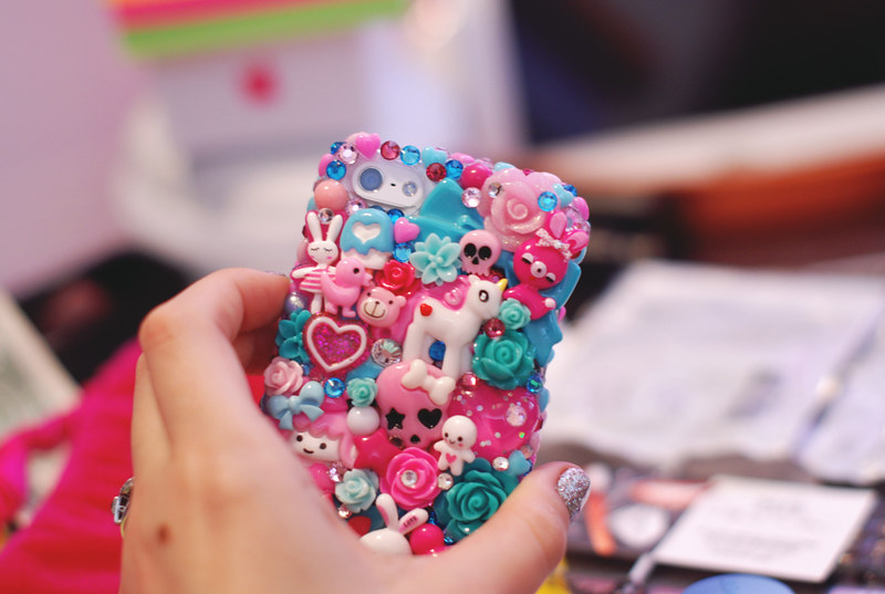 Pimp Your Phone  How To Have The Most Bedazzled 9d6a429183