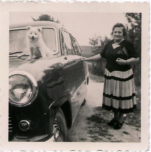Ford 12 M Tante Gretchen Hund Spitz Butzi