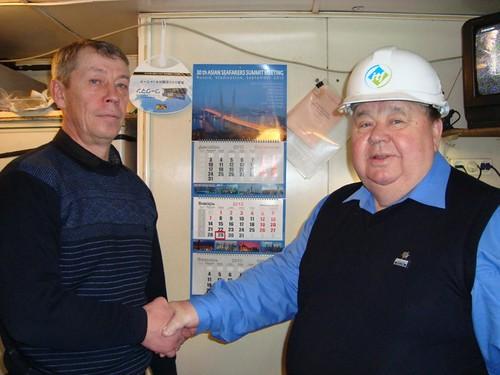 Слева капитан Евграфов, справа Председатель ДВРО РПСМ Николай Суханов
