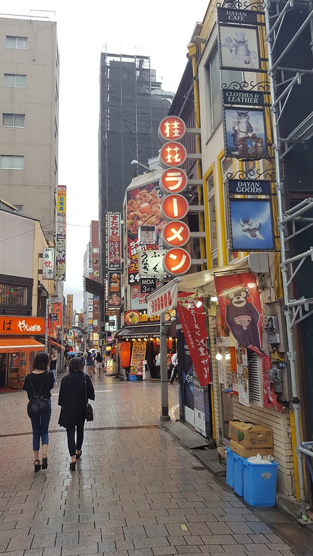 Discover Tokyo, eating and drinking in Golden Gai area.