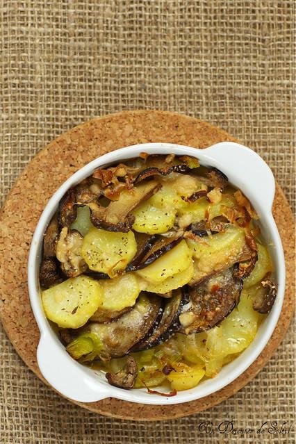 Gratin de pommes de terre, cèpes et aubergines