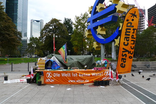 Überrest des Occupy Camps Frankfurt am Willy Brandt Platz. Oktober 2012
