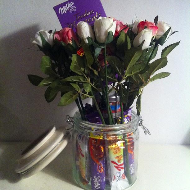 bouquet surprise d 39 anniversaire fait joyeux annif marie flickr photo sharing. Black Bedroom Furniture Sets. Home Design Ideas