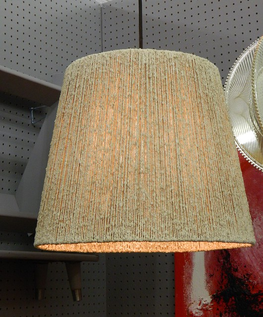 pendant lamp via homeologymodernvintage.com