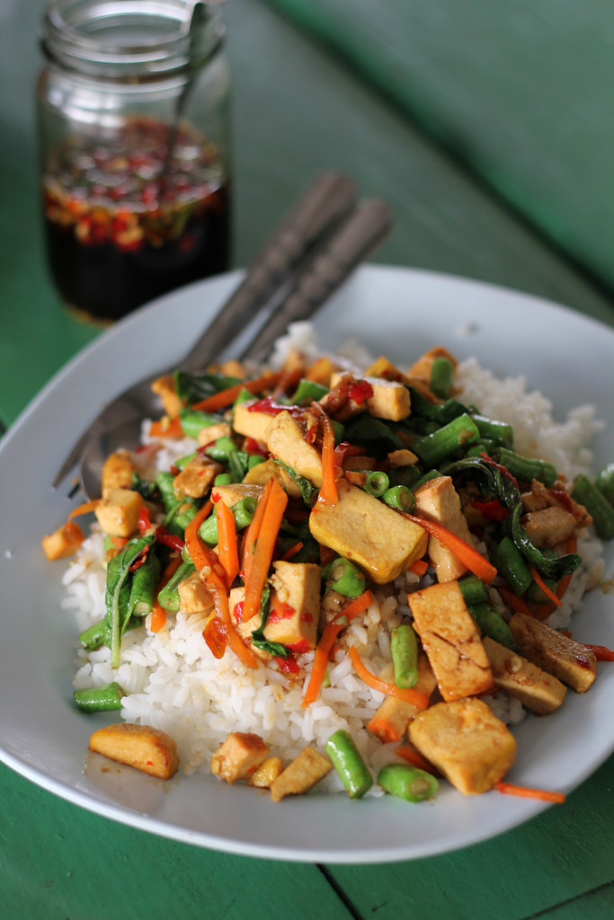 One of my favorite vegetarian Thai dishes during the festival was this plate of stir fried tofu with holy basil