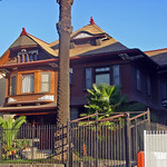 08j 826 S Burlington Ave - Victorian Queen Anne with slight Shingle Style (E)