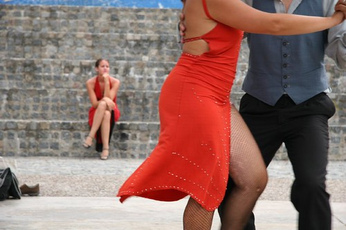Buenos Aires residents enjoy the tango (:Jonathan Lewis, creative commons)
