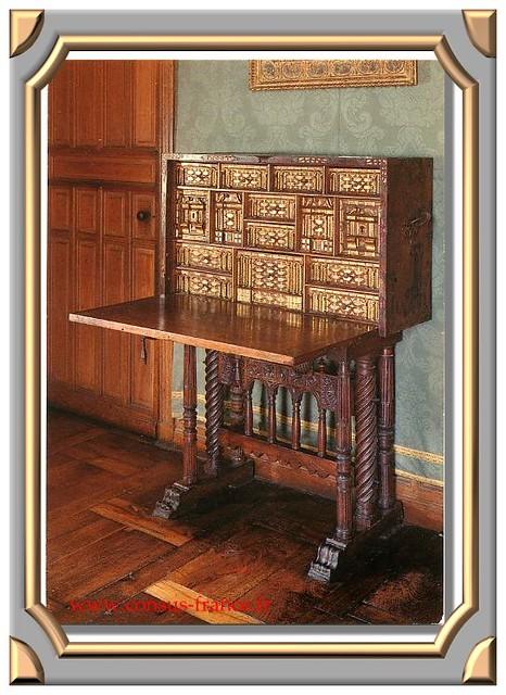 CHATEAU D' AZAY- LE -RIDEAU XVIè siècle. (Indre-&-Loire - 37) Dans la Chambre Royale Secrétaire Espagnol -70-150