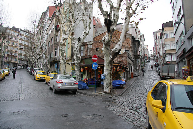 Y-junction road in Istanbul old city, Turkey イスタンブール、旧市街のY字路