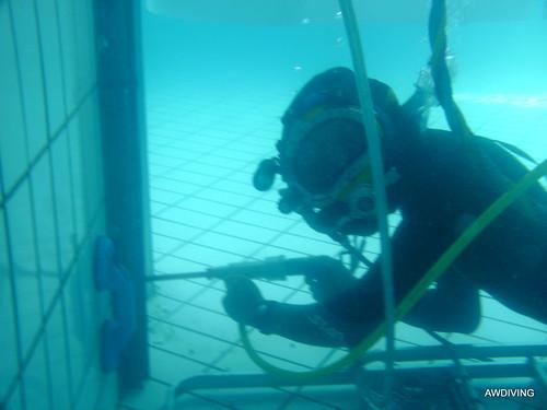 Zwembadonderhoud :Diamant boren voor het plaatsen  U -profielen
