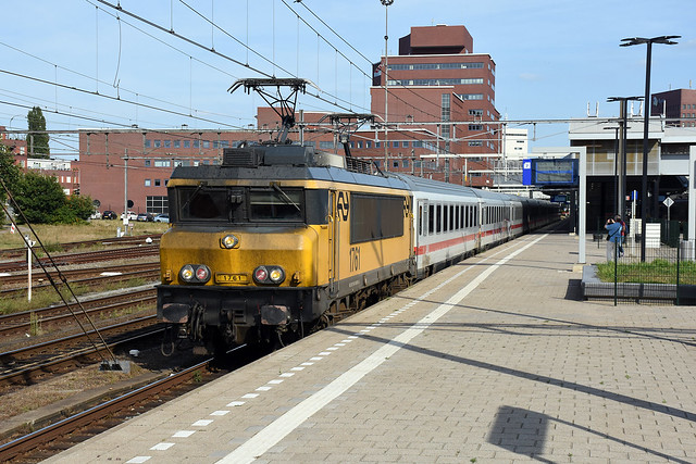 NSR 1761 with Berlin IC at Amersfoort, September 10, 2016