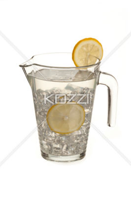 image of lime juice with lemon slices