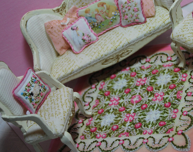 miniature embroidery Katie Arthur Shabby quilt floor cloth