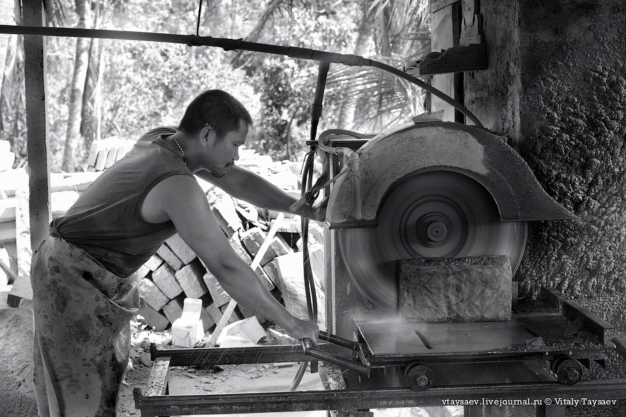 Production of natural stone in Bali