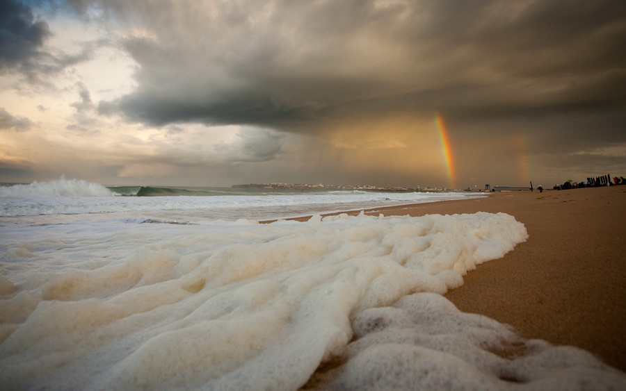 A double rainbow is a sign of good luck, but who's it shining for on the final day of the Rip Curl Pro Portugal?