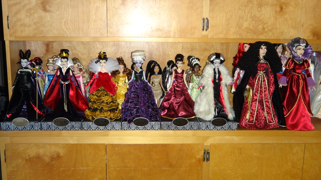 disney villains designer collection dolls and 17 le