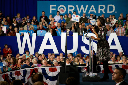 10192012_FLOTUS_WAUSAU_MATT_POINTING