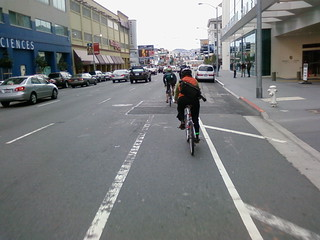 bike commuting in San Francisco (by: luxomedia, creative commons)