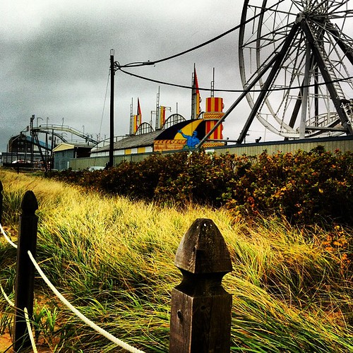 the ferris wheel is turning and screeching in the wind #OldOrchardBeach #maine #sandy