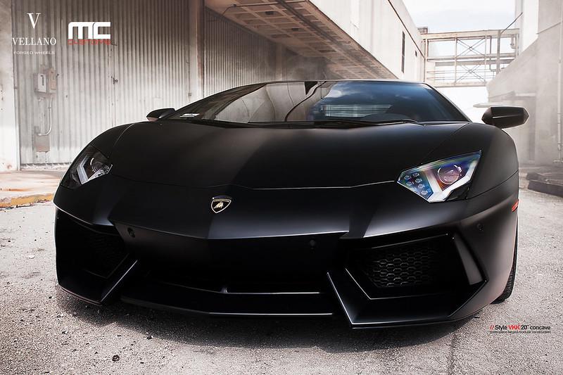 Lamborghini_Aventador_LP700_vkkC_02