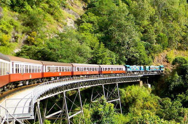 Train vers/ to Kuranda / Tren