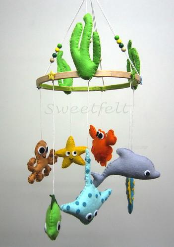 ♥♥♥ Começando a semana com mais um móbile do mar ... by sweetfelt \ ideias em feltro