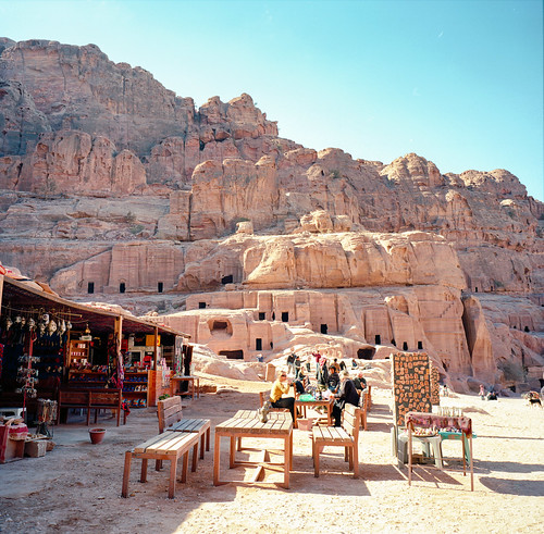 Walking around in Petra / Etkar