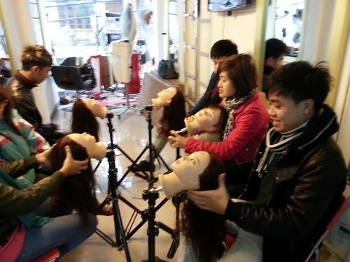 Dạy nghề tạo mẫu tóc chuyên nghiệp Học viện Korigami Hà Nội 0915804875 (www.korigami (56)