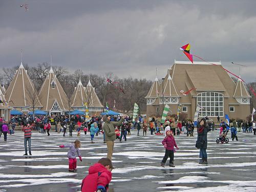winter kite crowd 2013