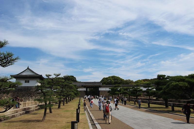 大阪城入り口