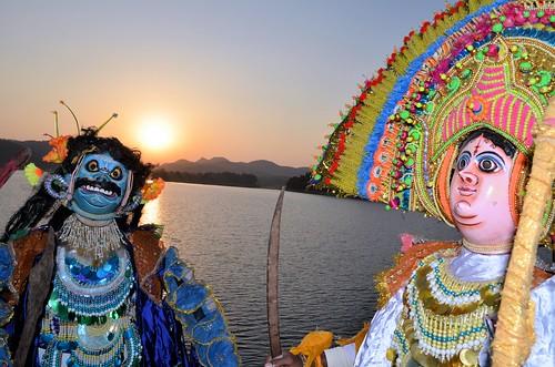 travel sunset india tourism dance ancient dancers mask folk traditional dancer tribal folkdance tribaldance ramayana westbengal chhau purulia warriordance murguma oldestmaskeddance হস্তশিল্প