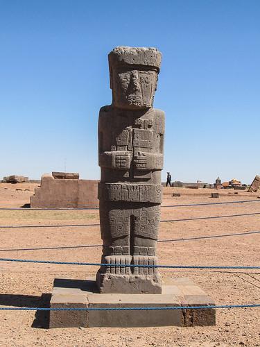 Tiwanaku: le monolithe El Ponce (du nom de celui qui l'a découvert) représentant une personne de très haut rang