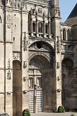 Grande porte de la collégiale Saint-Gervais-Saint-Protais
