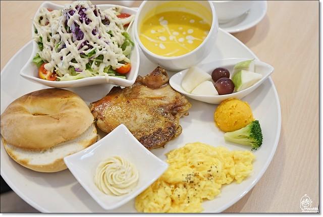 29054119930 a73ea35d20 z - 『台中。沙鹿』 食樂咖啡-沙鹿小鎮裡的粉紅浪漫早午餐、咖啡、甜點,份量大又超值,甜點更是大推薦。(已歇業)