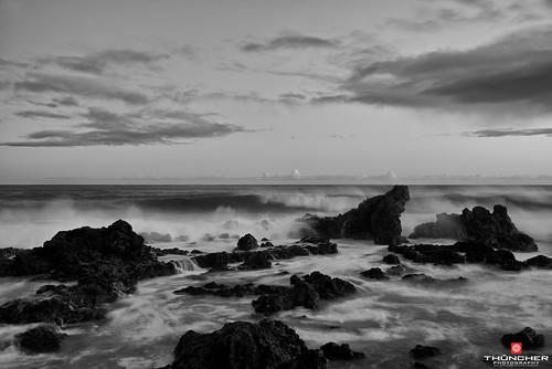 ocean longexposure bw hawaii blackwhite nikon surf waves maui northshore fullframe fx nationalgeographic paia d800 hookipa nikond800 nikkor28300mmlens