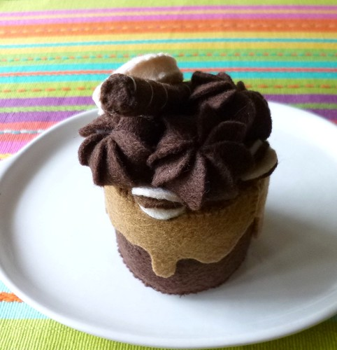 Felt play food - Mini chocolate & caramel cake