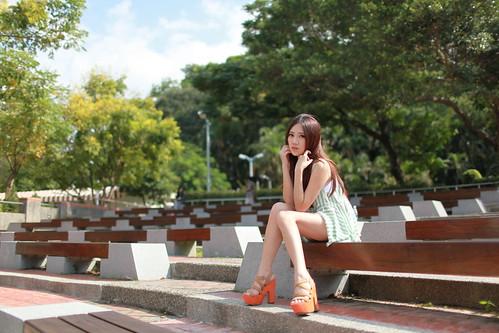 [フリー画像素材] 人物, 女性 - アジア, 女性 - 座る, 台湾人 ID:201210201800