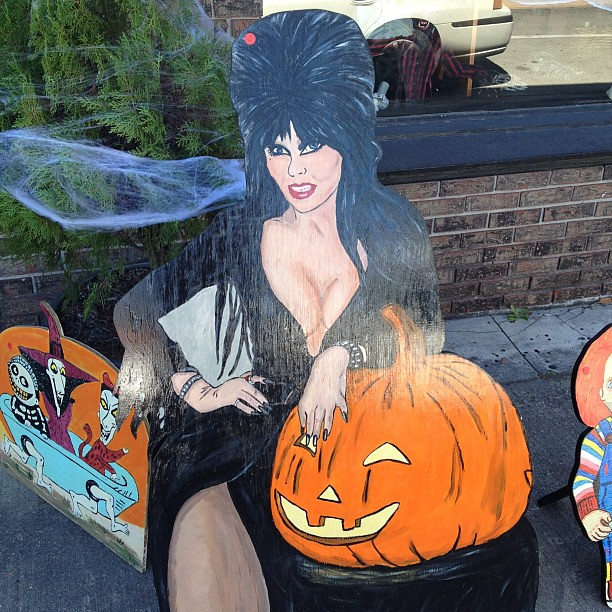 Nothing Says Tasteful Halloween Decorations Like A Hand